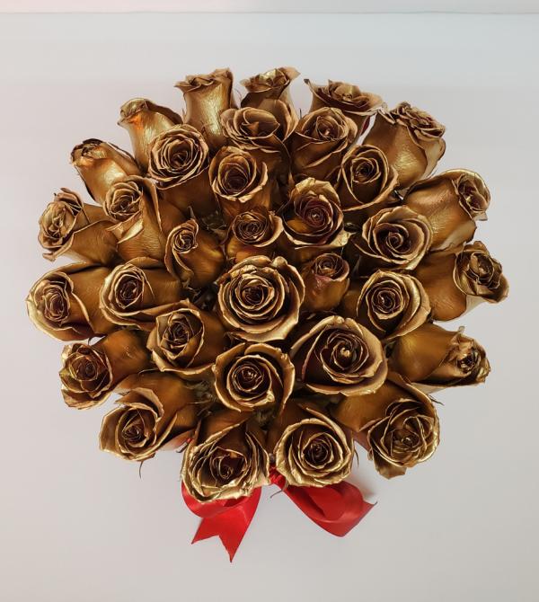 Caja de rosas doradas