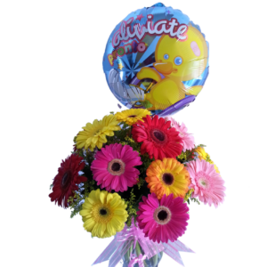 Florero de gerberas con globo