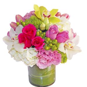 Arreglo floral de rosas y orquídeas
