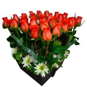 Caja rosas color naranja y margaritas