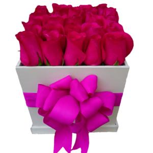 Caja de rosas con 25 piezas color fucsia