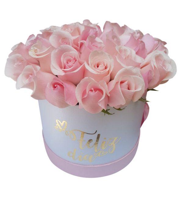 """Caja de rosas rosadas """"feliz día"""""""
