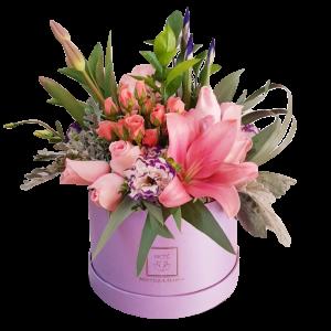 Caja de rosas y tulipanes