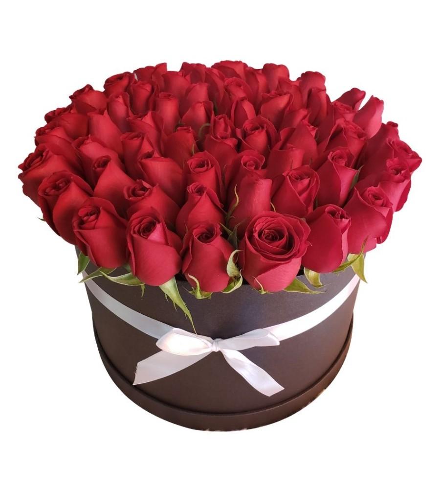 Caja negra con rosas rojas 60 piezas