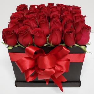 Caja de rosas rojas con 36 piezas