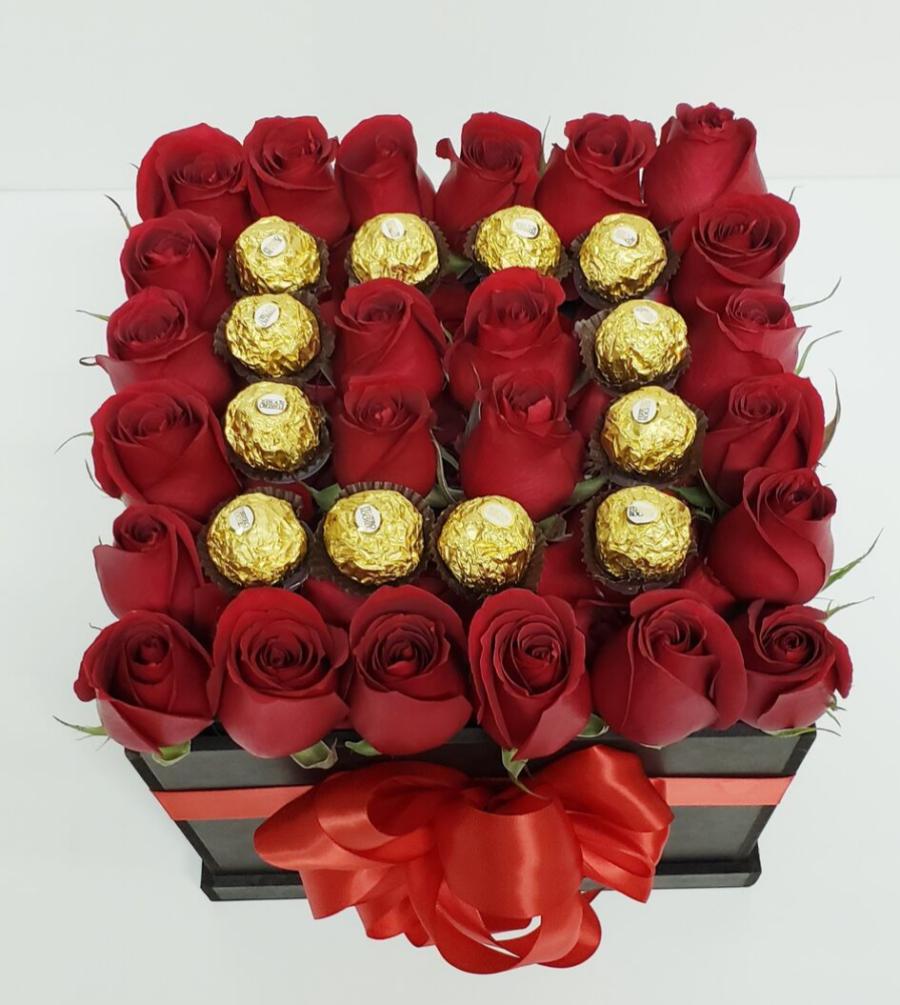 Caja de rosas y chocolates ferrero