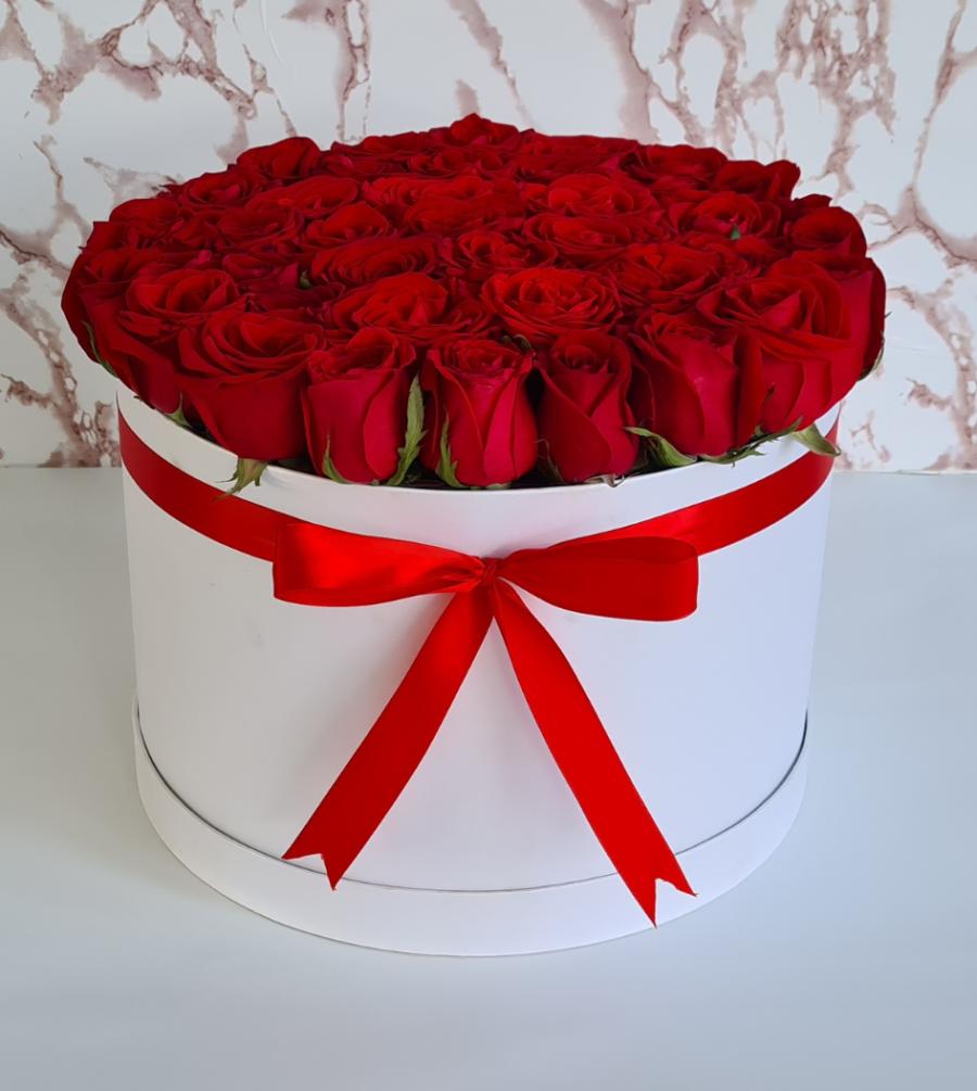 Caja de rosas rojas caja blanca