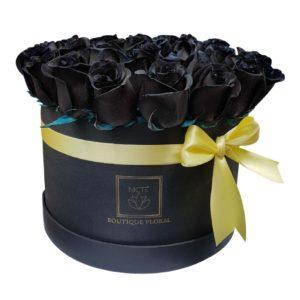 Caja de rosas negras