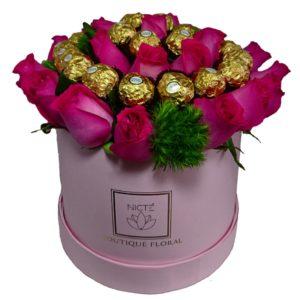 Caja redonda de rosas y chocolates