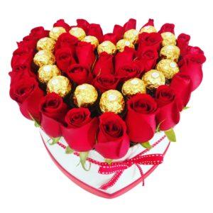Caja de rosas en forma de corazón