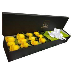 Caja con rosas amarillas
