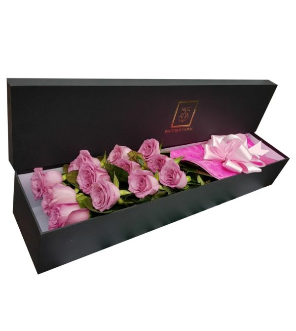 Caja con rosas rosadas